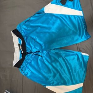Men's under Armour shorts like new medium